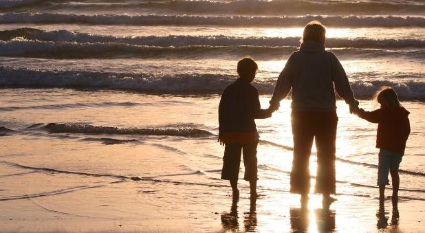 13 ways single parents can share faith with their children