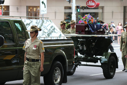The gun carriage arrives at the Cathedral